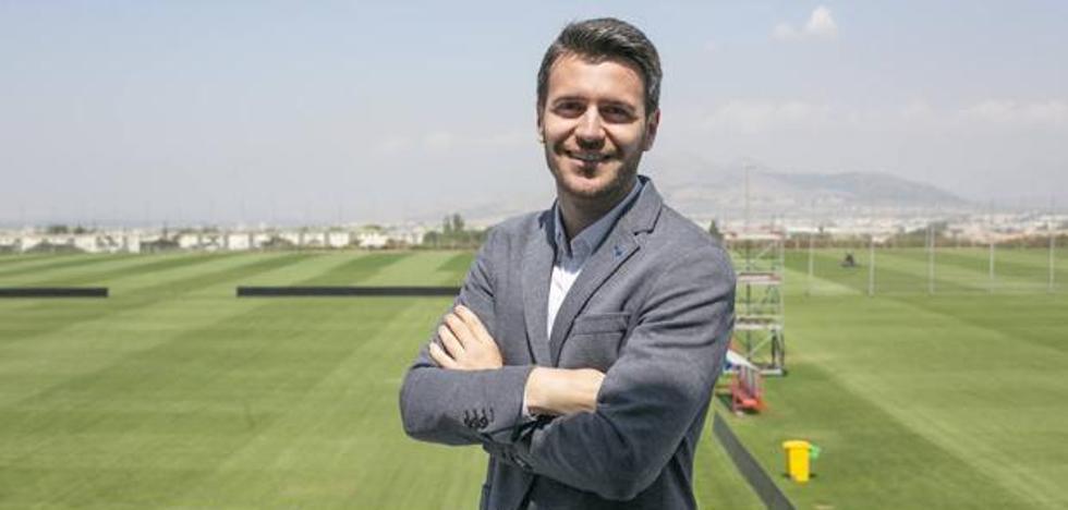 Fran Sánchez 'acerca' a Carlos Fernández: «Necesitamos un delantero...»
