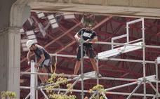 El Granada acomete la instalación de las gradas supletorias