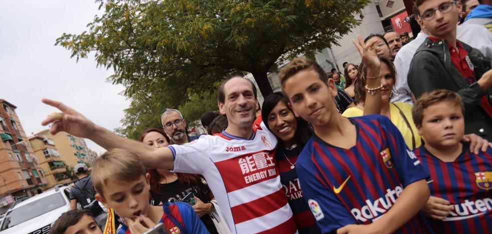 Vídeos | La afición del Granada CF, ilusionada por recibir al Barcelona