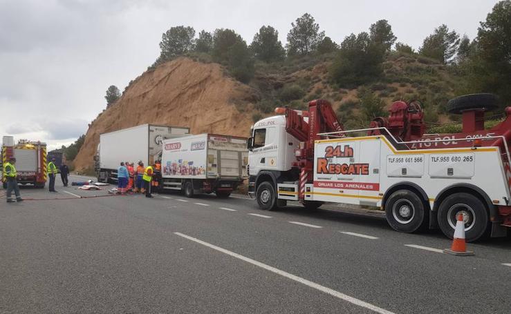 Accidente entre dos camiones en la A-92 a la altura de Purullena