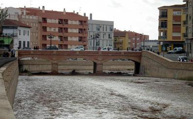 La tormenta provoca riadas y la crecida del Río Guadix