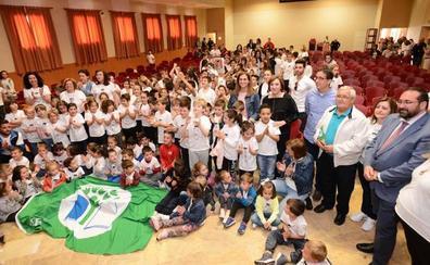 La Junta reconoce las prácticas medioambientales del colegio público 'Reina Isabel' de Purullena con la bandera verde de Ecoescuelas