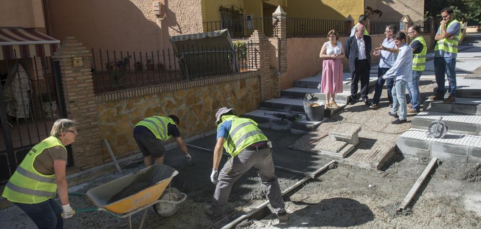 Guadix recibe apoyo de la Junta para impulsar un nuevo centro de día y remodelar espacios públicos