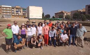 El Campo de Voluntariado Juvenil inicia sus trabajos en el Teatro Romano ACCI de Guadix