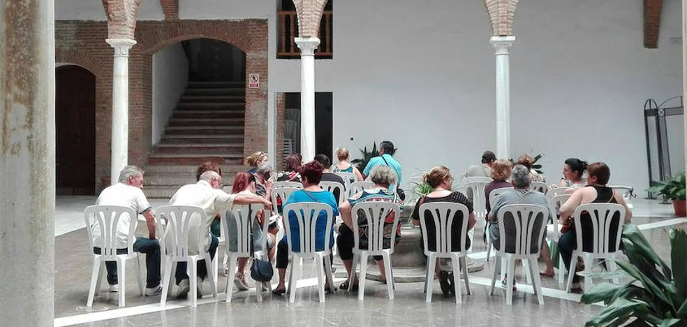 Reunión de la concejalía de Comercio con los afectados en Guadix y comarca por el cierre de las clínicas iDental