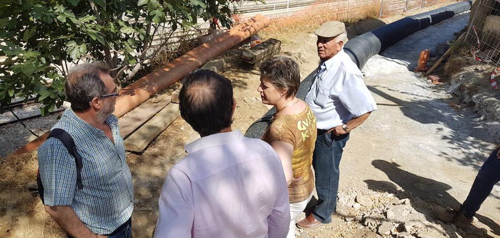 La alcaldesa visita las obras en el Camino de San Torcuato y zonas aledañas