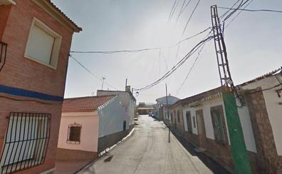 Atendido un hombre al inhalar humo por el incendio de una vivienda en La Calahorra