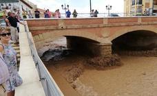 Los efectos de la tromba de agua en Guadix atrae a numerosos curiosos