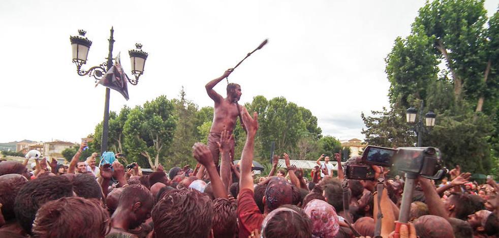 Guadix se vuelca con el Cascamorras a pesar del frío y de la amenaza de lluvia