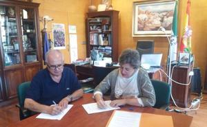 Ayuntamiento y Cruz Roja formalizan el convenio de cesión de uso de la nave de propiedad municipal del Camino del Magistral