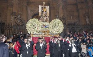 La Virgen de las Angustias llena un luminoso domingo de noviembre en Guadix