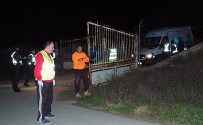 Dos trabajadores de la pirotecnia de Guadix murieron por la onda expansiva y el tercero sepultado al desplomarse la cueva