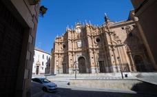 La catedral de Guadix acogerá el funeral por los tres fallecidos en el accidente de la pirotecnia