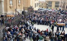 Impresionante silencio en la Catedral de Guadix para despedir a los tres fallecidos