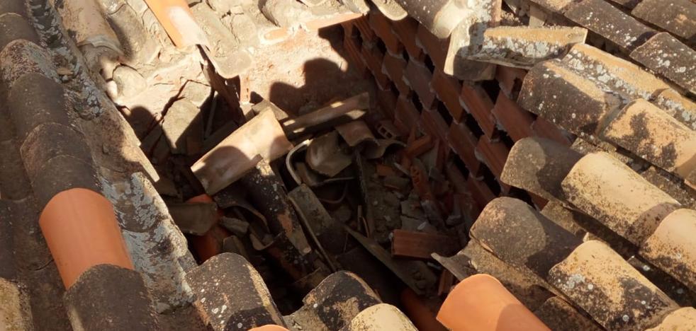 Un misterioso objeto impacta contra una vivienda en Cogollos de Guadix