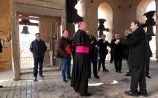 El obispo bendijo el acceso al campanario de la catedral de Guadix