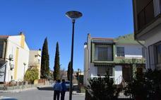 Cambian las lámparas del alumbrado en la zona de Margarita Xirgú y Ángel Ganivet