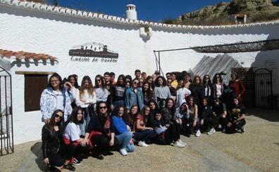Alumnado italiano participante en un programa de intercambio con el IES Padre Poveda visita Guadix