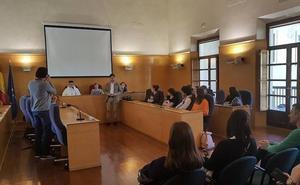 Recepción en el Ayuntamiento a alumnado de un instituto francés participante en un programa de intercambio con el IES Acci
