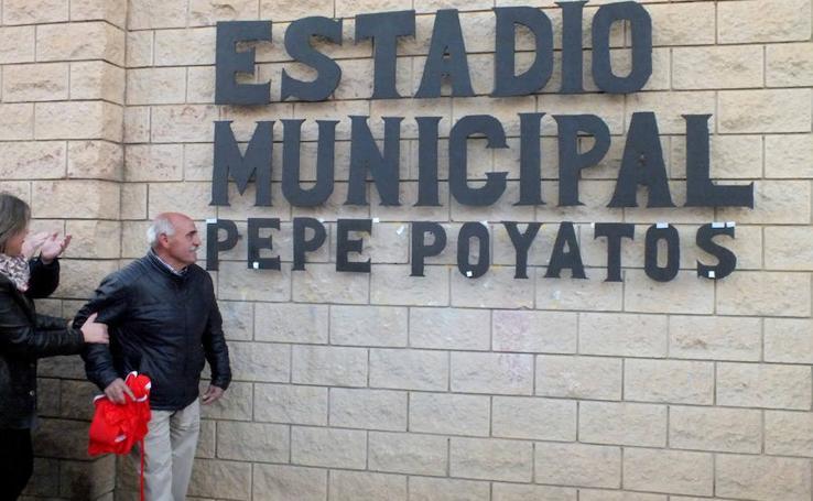 Guadix se vuelca con Pepe Poyatos y pone su nombre al estadio municipal