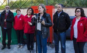 Ayuntamiento, empresa de la limpieza y Cáritas instalan siete contenedores para la recogida de ropa