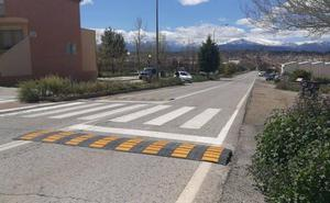 Bandas reductoras para aminorar la velocidad de los vehículos en Cuatro Veredas, Avenida Buenos Aires y Pedro de Mendoza