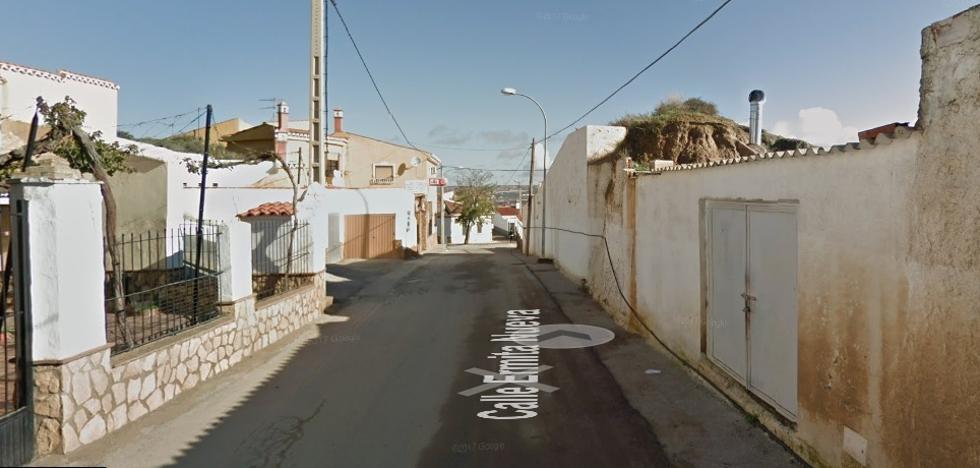 Desmantelado un punto de venta de droga en una cueva de Guadix