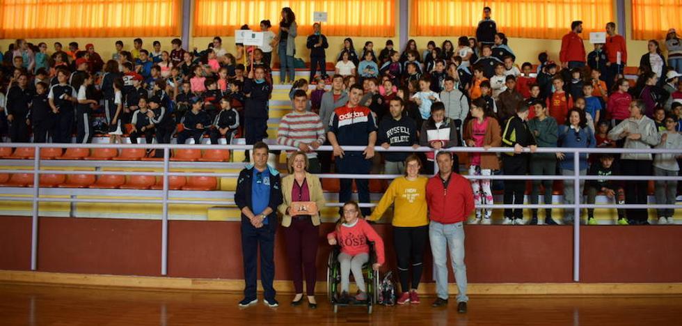 Escolares de la comarca disfrutan de una jornada deportiva en el III Encuentro Deportivo Padre Poveda