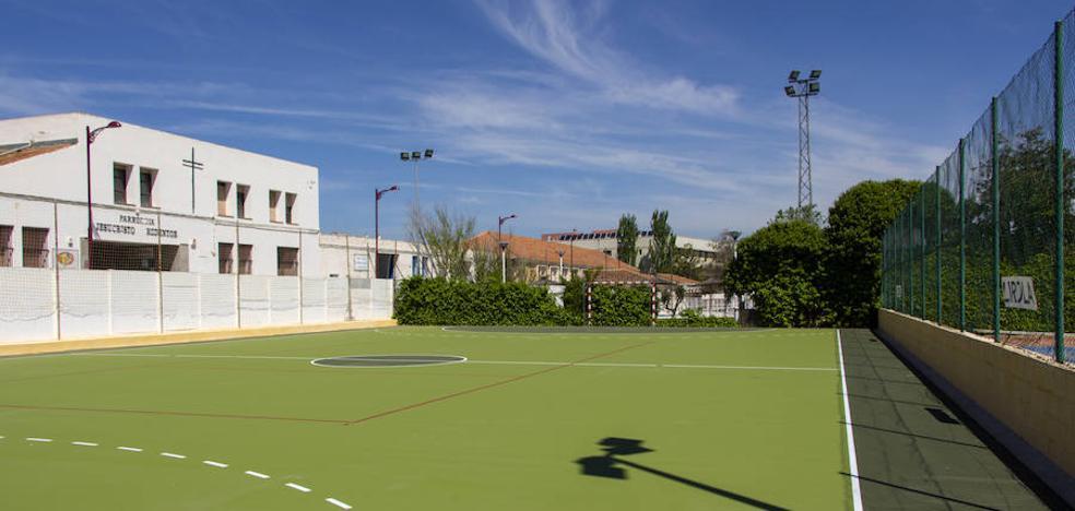 La remodelada pista del polideportivo se abre para su uso este sábado