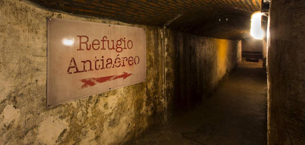 El refugio antiaéreo existente bajo la Plaza de la Catedral se podrá visitar gratuitamente los viernes y sábados a partir de las ocho y media de la tarde