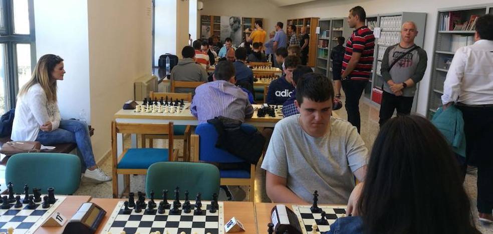 Grandes nombres del ajedrez se dan cita en la Biblioteca de Guadix para participar en el IV Torneo de Ajedrez Memorial Luis Muriel