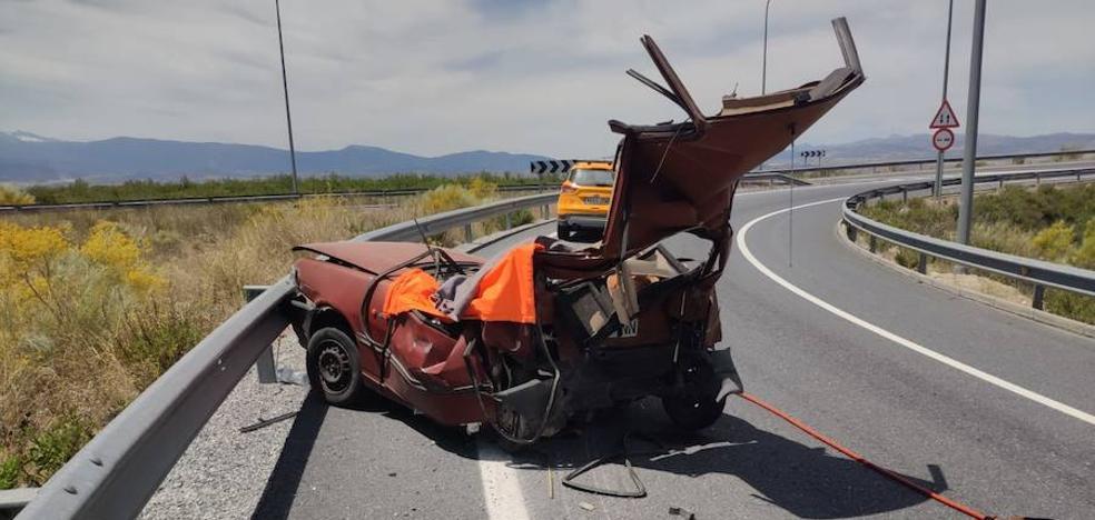 Fallece un conductor de 84 años en un accidente con un camión en la A-92 a la altura de Guadix