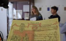 Guadix celebra el Día Internacional de los Archivos con la exposición 'Guadix, apellidos y escudos'