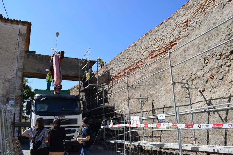 Arrancan los trabajos de la Alcazaba con cargo al 1'5% cultural por la zona de la calle Muralla