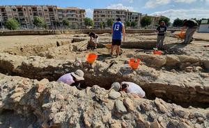 Alumnado del máster interuniversitario de Arqueología de la UGR realiza prácticas en el Teatro Romano de Guadix