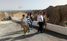 El alcalde de Guadix realiza una visita institucional a Bácor-Olivar