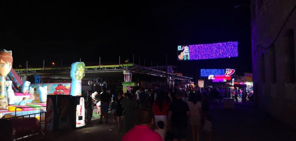 El ferial de Benalúa se queda sin electricidad durante dos horas el primer día de las fiestas de la Virgen del Carmen