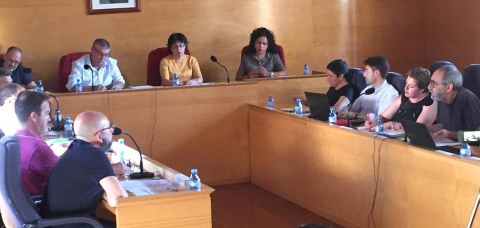 La oposición reprocha a Ciudadanos la renuncia de su concejala
