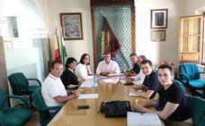 La delegada de Agricultura, María José Martín Gómez, mantiene una reunión de trabajo con el equipo de gobierno accitano