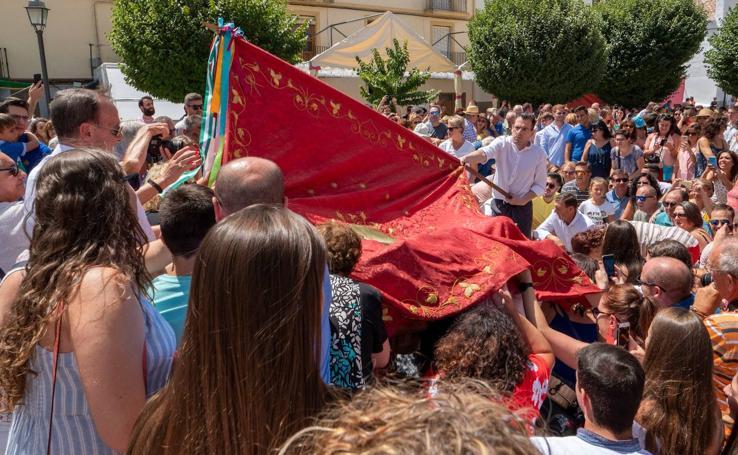 La bandera de San Cayetano ondea sobre las cabezas goreñas