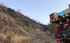 Los Bomberos de Guadix e Infoca sofocan un incendio en La Huertezuela