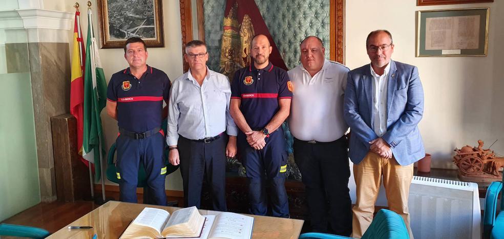 Miguel Pérez García toma posesión como nuevo jefe del Parque de Bomberos de Guadix