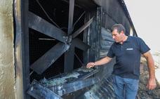 Un incendio calcina 25.000 pollos en La Calahorra y deja pérdidas de 200.000 euros