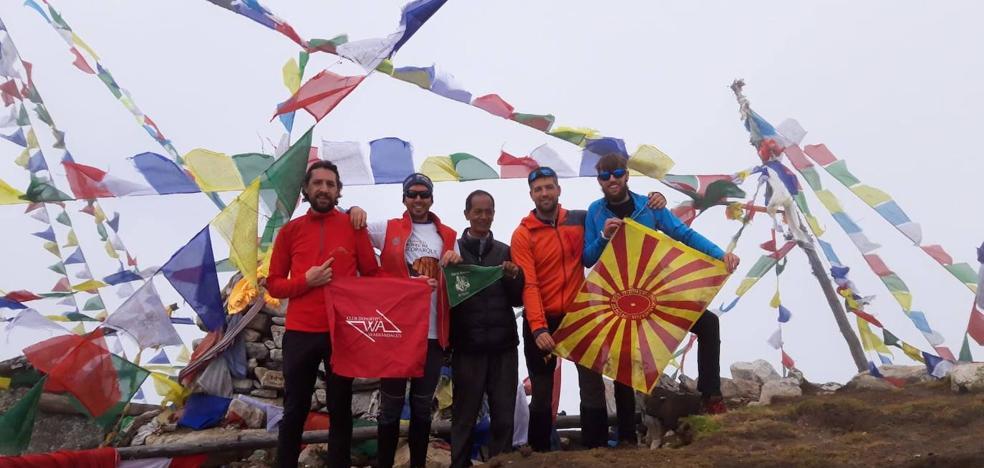 Una expedición accitana hace cumbre en el Himalaya