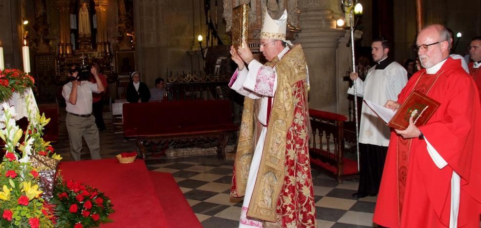 La catedral de Guadix abre su Puerta Santa en el Año jubilar del beato Manuel Medina Olmos