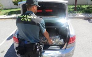 La Guardia Civil intercepta un vehículo con casi 38 kilos de marihuana en Granada