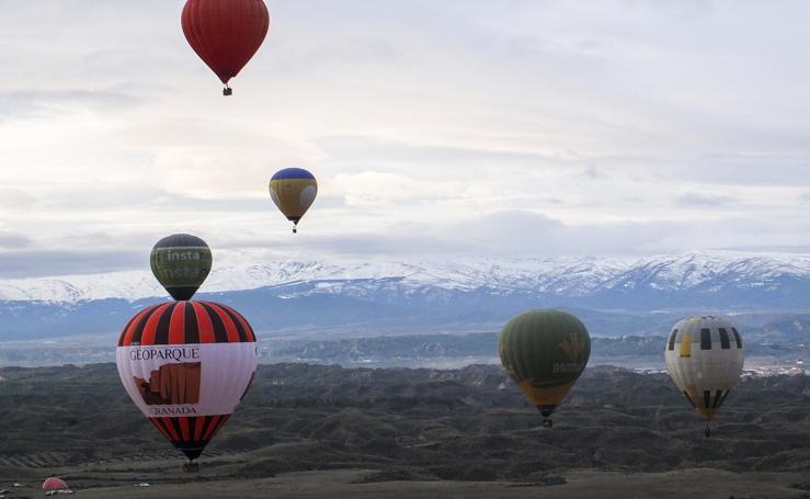 Espectaculares imágenes del XX Festival de Aerostación: globos sobre el Geoparque
