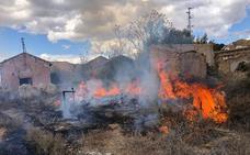 Los Bomberos de Guadix sofocan hasta cinco incendios de matorral durante la jornada del sábado