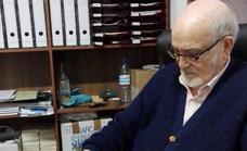 El Ayuntamiento de Guadix felicita al pintor Julio Visconti en su cien cumpleaños