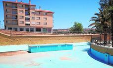 Las fuentes del Parque Municipal de Guadix siguen sin peces, patos ni agua
